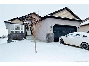 Backing onto a Green! FULLY DEVELOPED 4BDRM, 3BTH BUNGALOW