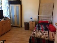 very large single room available in Eastham only for girls....