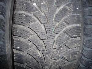 4 pneus d'hiver 205/65/16 Nokian Nordman 4