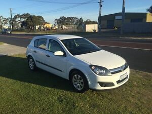 2006 Holden Astra AH MY06 AUTO White Automatic Hatchback Wangara Wanneroo Area Preview