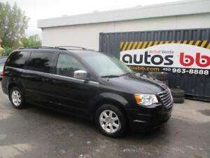 2008 Chrysler Town & Country ( LIQUIDATION - 156 000 KM )