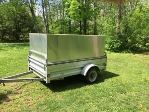 Utility Trailer with aluminium removable top