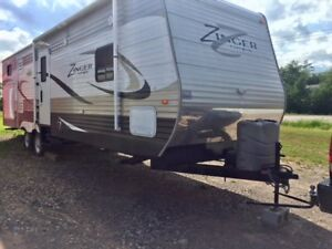 2014 Crossroads Zinger 33BH, 3 slides, bunkhouse, island kitchen