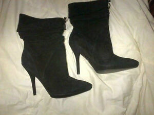 Authentic GUESS Womens ankle boots - size 10/suede BRAND NEW