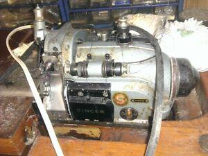 Machine de surjeteuse industrielle antique Singer 246K43 +moteur