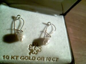 Never worn 10k gold, real pearl earrings