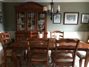 Thomas Kincaid Dining Room Table with Chairs