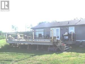 Lovely 3 Bedroom Home on ACREAGE