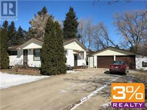 Carberry/Well maintained 936 sqft bi-level home ~ by 3% Realty