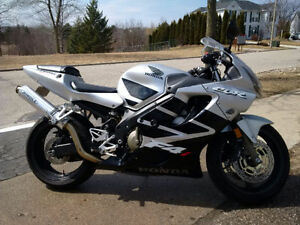 2001 Honda CBR F4i 600cc $3,500