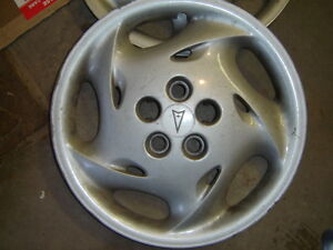 Enjoliveurs/Hubcaps Pontiac Sunfire West Island Greater Montréal image 2