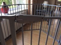 GOOD AS NEW Play pen made by Lindam. EXCELLENT CONDITION. Bargain.
