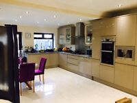 Lovely Modern Double Room in a House Share located in Isleworth, short walk to Syon Lane