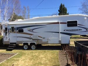 2008 CF28RL Crossroads Cruiser 5th Wheel RV
