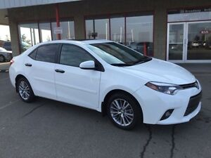 2015 Toyota Corolla LE SUNROOF Accident Free,  Heated Seats,  Ba