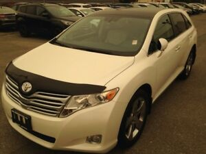 2011 Toyota Venza AWD with Leather and Moonroof!