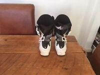 Saloman Ski Boots Size 22 ( UK 3 )