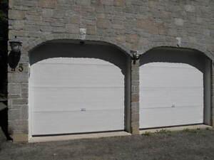 2 Portes de garage 8 pi haut X 8 pi 1/2 po de large.