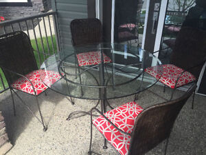 Patio table and chairs!!