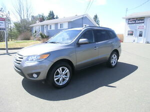 2012 Hyundai Santa Fe ltd Awd New tires leather heated p/seats.