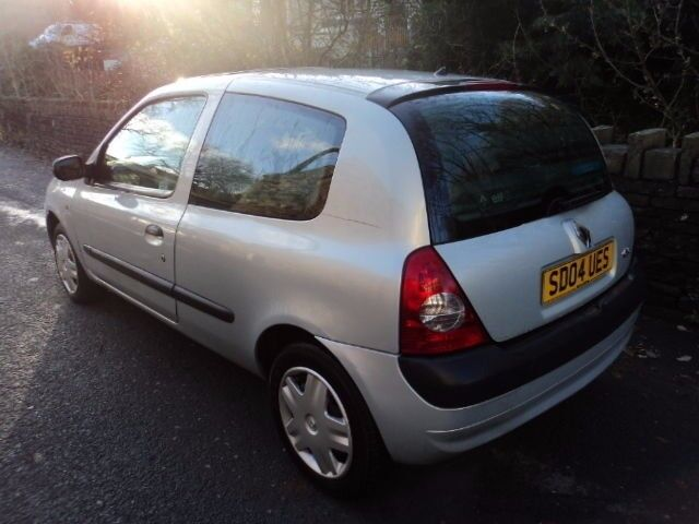 RENAULT CLIO 1.5 DCi 2004 SILVER WHEEL NUT **breaking for spares** CARD PAYMENTS WELCOME