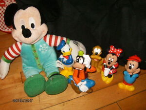 toutou mickey avec grandes figurines (mickey , minnie, pluto, ..