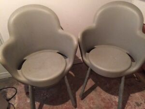 4 mod vintage stacking chairs 3 grey, one brown. Gatineau Ottawa / Gatineau Area image 1