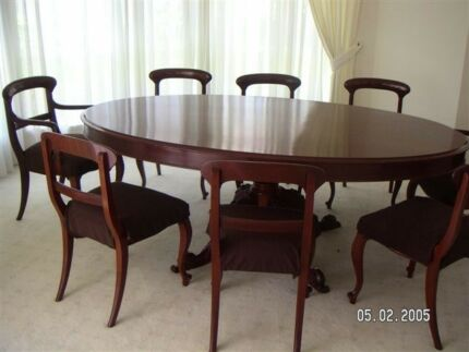 Cedar Dining Table And Chairs