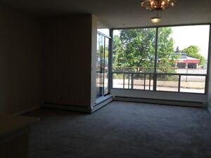 Portsmouth Place Centre - 310 Bath Rd.-Near Kingston Centre- 2bd