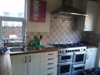 BEAUTIFUL DOUBLE ROOM TO RENT ON CORPORATION ROAD £350 ALL BILLS !!