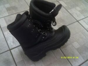 WINTER BOOTS SIZE 9W  BRAND NEW