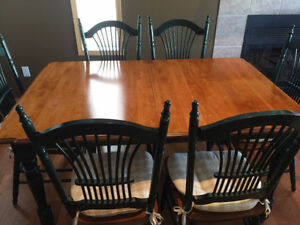 STUNNING DINING TABLE AND 6 CHAIRS