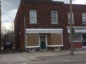 4 BEDROOM AND FRONT STORE LOWER LEVEL APARTMENT IN WELLAND