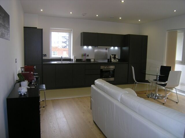 Stunning Modern 2 Double Bedroom Flat In The Heart Of Raynes Park FURNISHED AND AVAILABLE !!!!