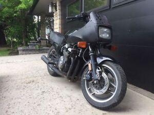 Solid Suzuki GS750 ES Sport bike