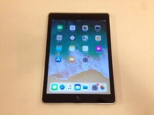 Like New Space Grey 32GB Apple iPad 5 - 5th Gen + Cover