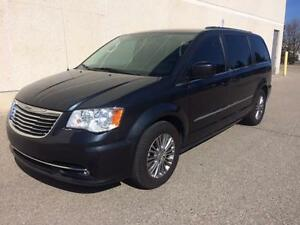 2014 CHRYSLER TOWN & COUNTRY, BACK UP CAMERA, DVD, LEATHER,POWER