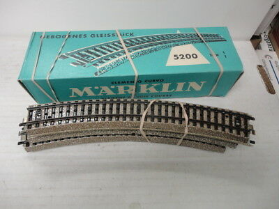 Marklin Ho 5200 curved track sections one section at a time nice!