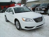 2014 Chrysler 200 TOURING/AUTO/4DOOR/GUARANTEED APPROVALS