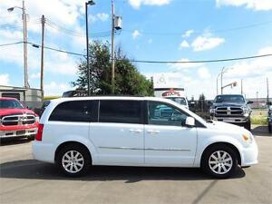 2016 Chrysler Town & Country Touring   7 Seater