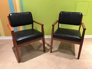 Krug Chairs Kijiji Free Classifieds In Ontario Find A