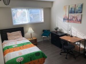 Nice room, renovated house, 17min SkyTrain  ride to Downtown