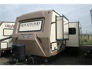 CLEARANCE PRICING!!ROCKWOOD ULTRALITE 2702WS!!BUNKS!!EQ HITCH!!
