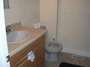5 MINUTE WALK U of WINDSOR ROOM RENTAL
