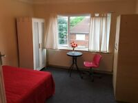 A Lovely Large double room in newly furnished flat located in North Acton ! all bills included