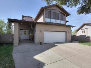 Two Storey Lively Home set in Quiet & Friendly Neighborhood