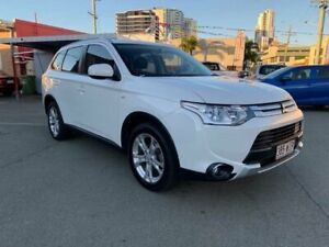 2014 Mitsubishi Outlander ZJ MY14 ES (4x4) White Continuous Variable Wagon Southport Gold Coast City Preview