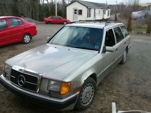 Mercedes 300 TE Station wagon with sunroof and seven seats