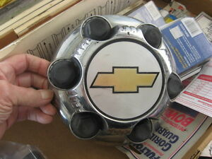 Chevrolet 6 bolt hub cap Windsor Region Ontario image 1