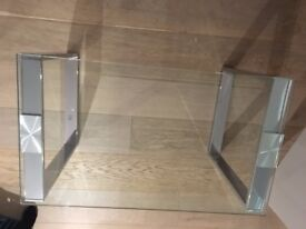 Coffee table (tempered glass) - stylish and in almost new condition